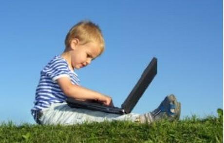 איך הגיל שלך קובע כיצד תשתמש במדיה חברתית ובתקשורת מהירה